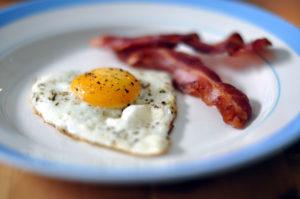 Spejlæg_og_bacon_(4649356145)